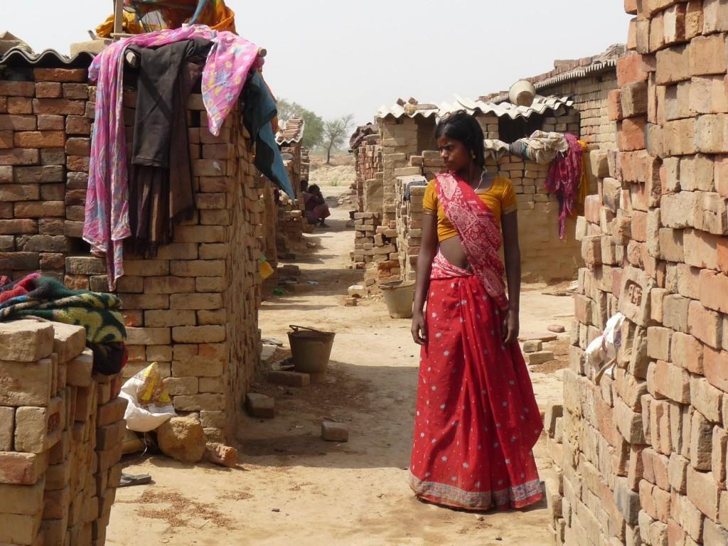 Naya Nagar Mujer
