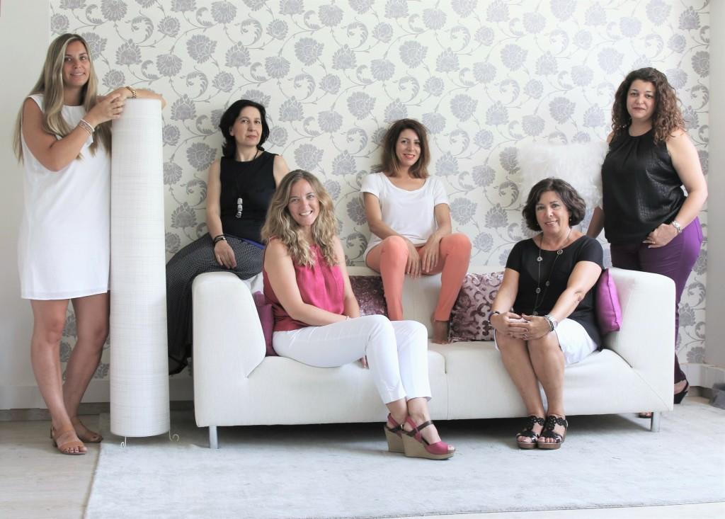 Equipo de SoulEM, con Macarena en el centro del sofá